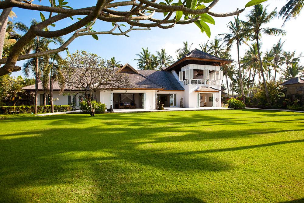 Puri Nirwana colonial style beachfront villa