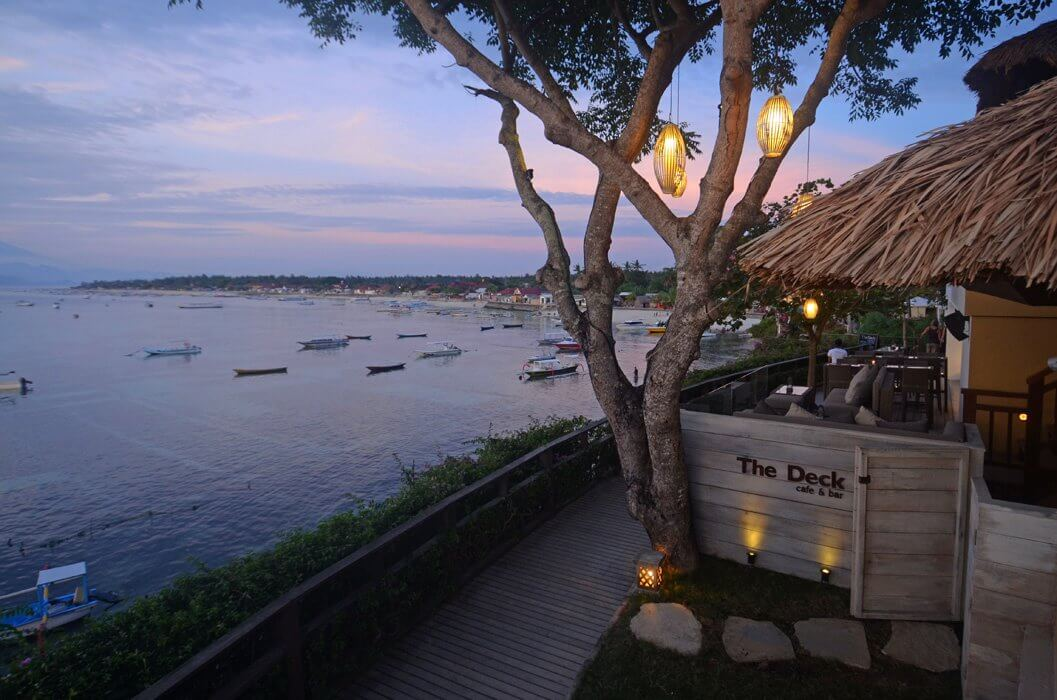 The Deck Cafe & Bar