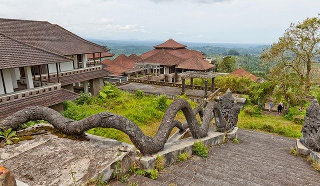 Taman Rekreasi Bedugul - Abandoned Hotel in Bali