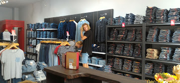 LEVI'S Factory Outlet