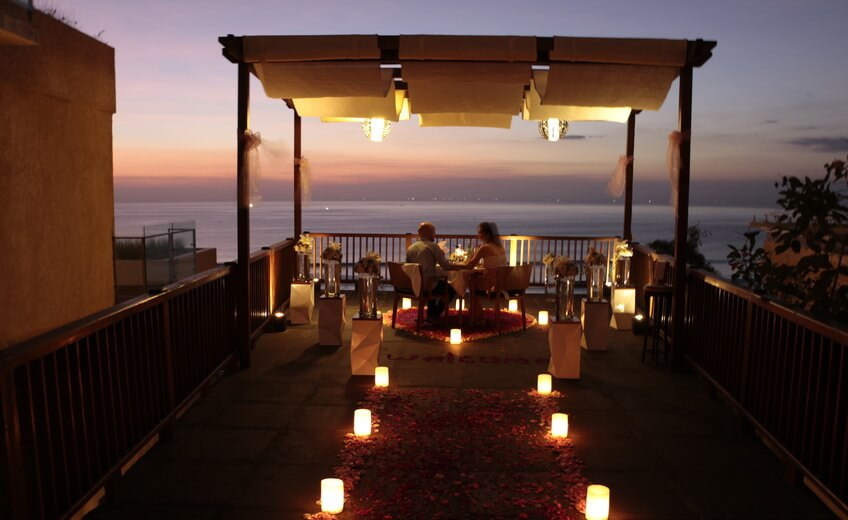 Romantic Dinner - Uluwatu Clifftop With Sea View (Asian or Vegetarian Menu)