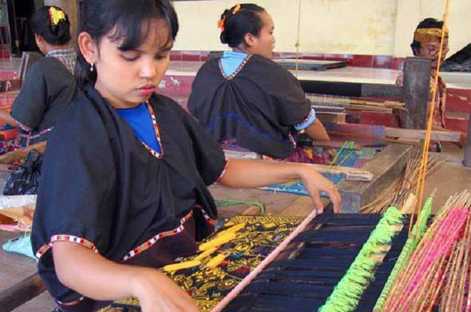 Lombok Sasak Cultural and Kuta Beach Tour