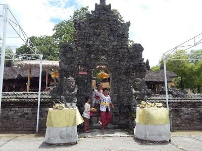 Dalem Sakenan Temple