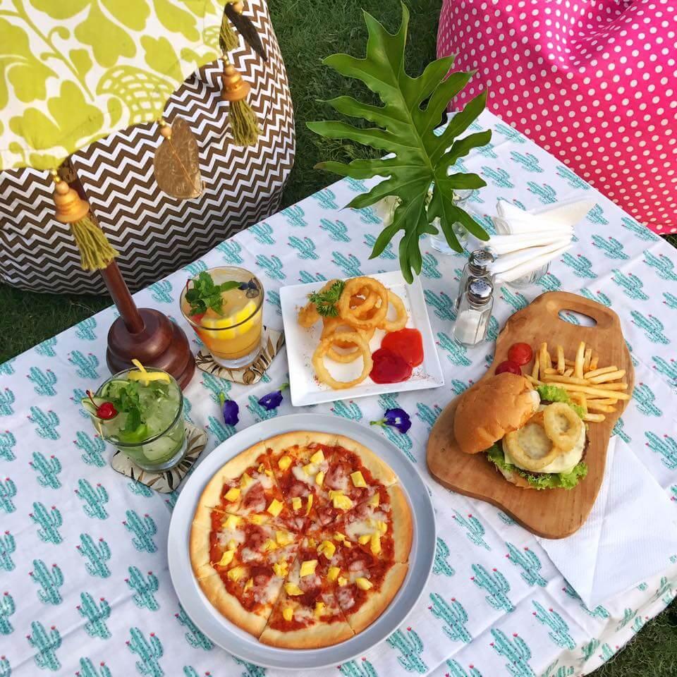 ZEUS CAFE' & Secret Garden